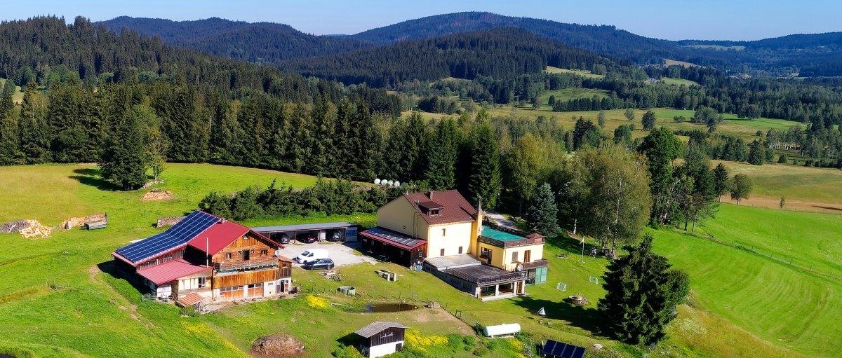 runenhof-bauernhof-pension-bayerischer-wald-dreilaendereck-ferienhaus-alleinlage-zoom-breitbild