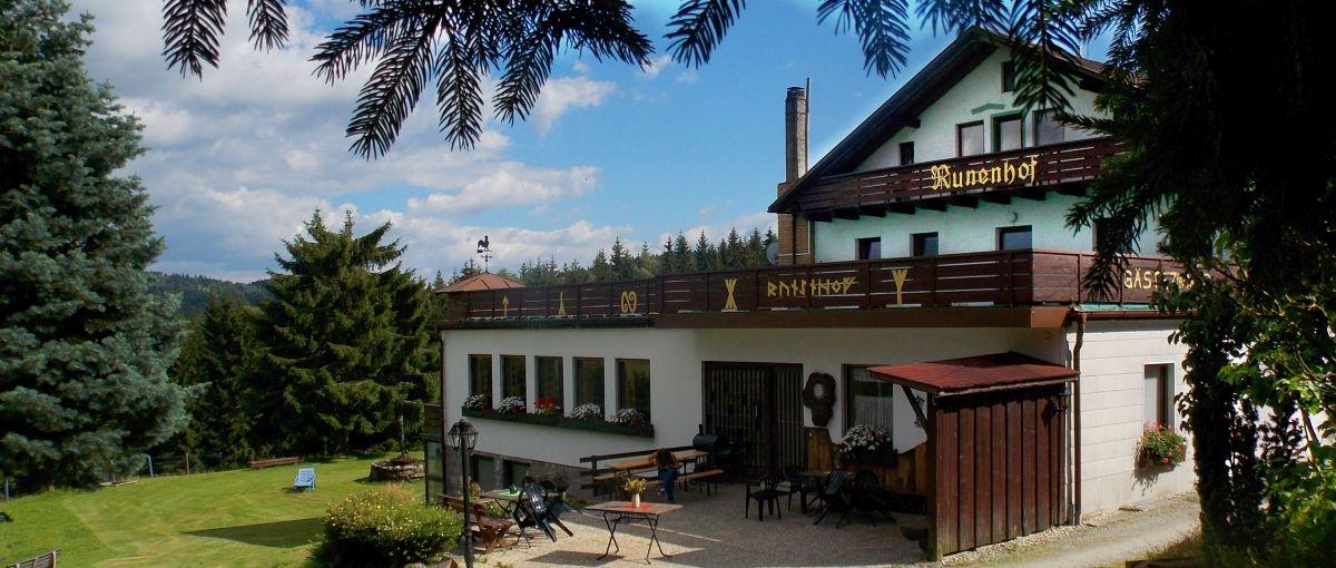 Bauernhofpension in Bayern Ansicht vom Runenhof
